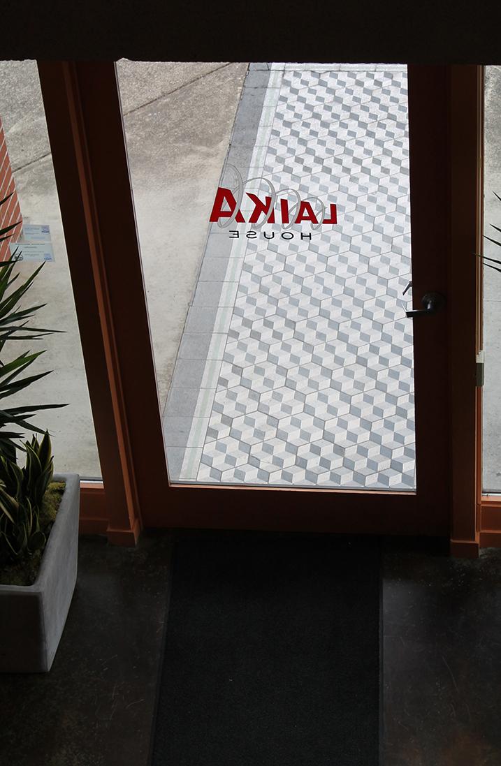 laikahosue_door