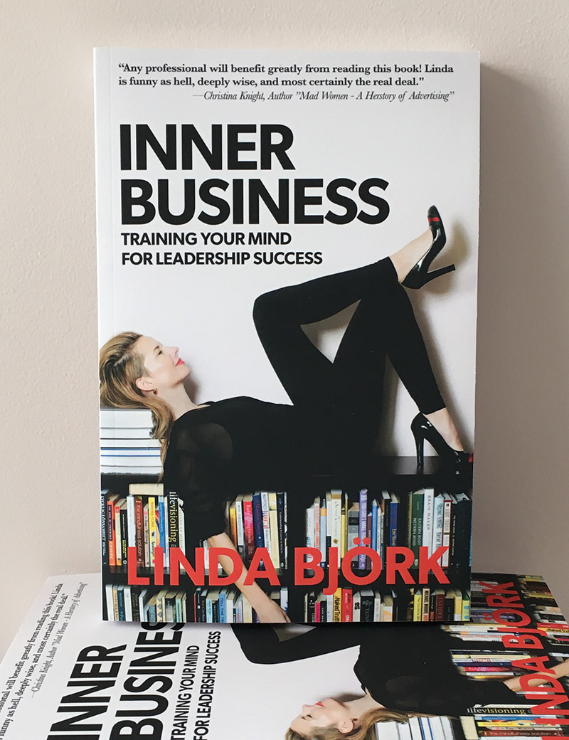 Linda Björks bok INNER BUSINESS Training Your Mind for Leadership Success (Balboa press, softcover, 272 pages) ingår.