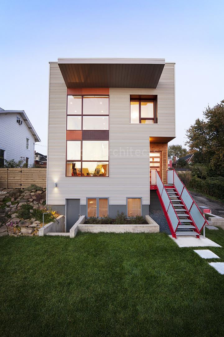 lola house