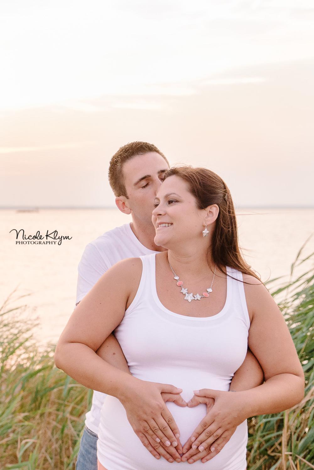 Long Beach Island Beach Maternity Photos | Nicole Klym Photography | www.nicoleklym.com