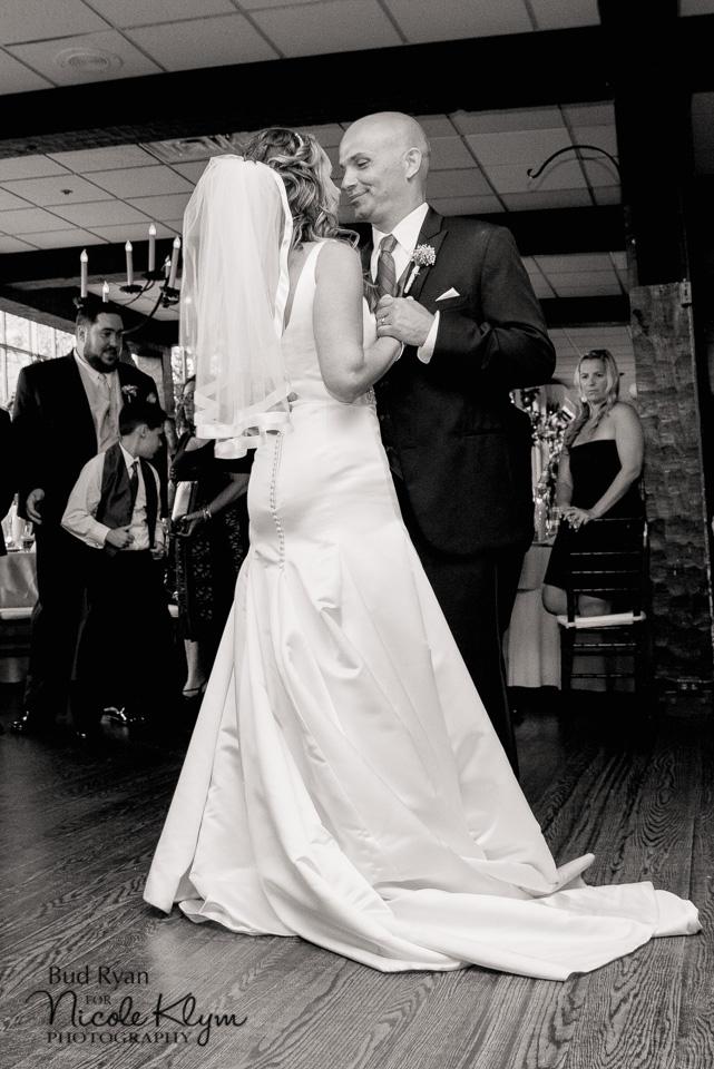 Rustic Smithville Inn Wedding | Nicole Klym Photography | www.nicoleklym.com