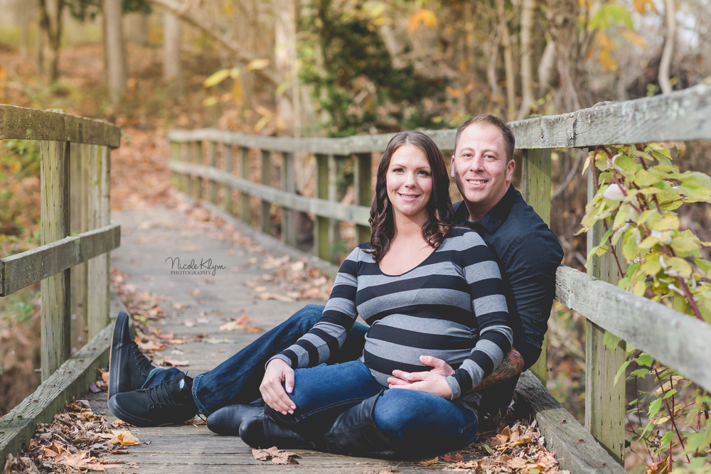 Allaire Village Maternity Photographer | Fall Maternity Photos | Nicole Klym Photography | www.nicoleklym.com