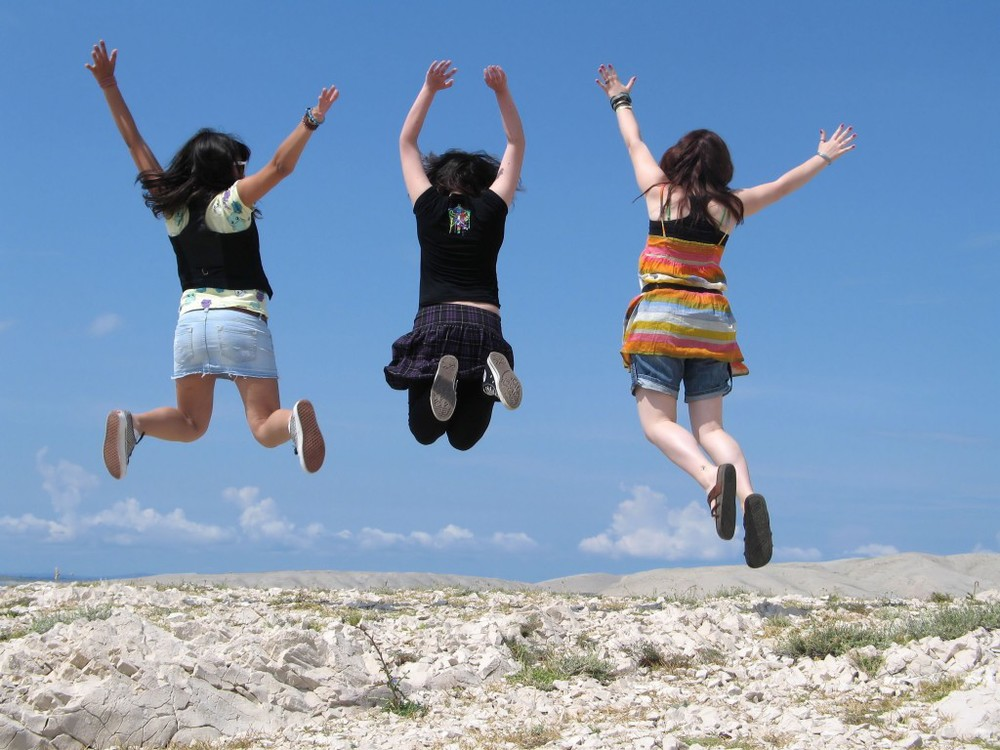 girls-jumping-1024x768.jpg