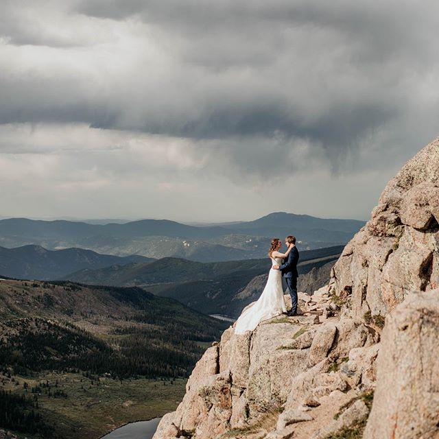 When you get married at 14,000 feet you can't NOT feel on top of the world 😍 can't wait to share more of this magical day this afternoon!