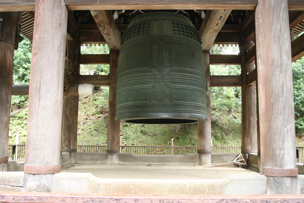 Chion-In (aka The Big Bell) Making its grand appearance in 1633, this is the largest bell in Japan. We didn't get a chance to see the monks ringing it but it was still fun to see!