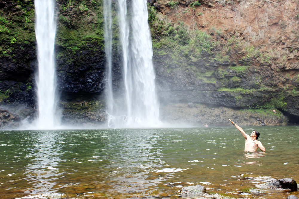 Wailua Falls in Kauai, Hawaii // via Jitney's Journeys