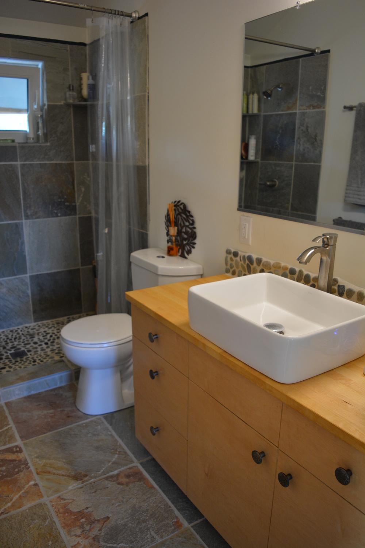 16 eric & melissa bathroom.jpg