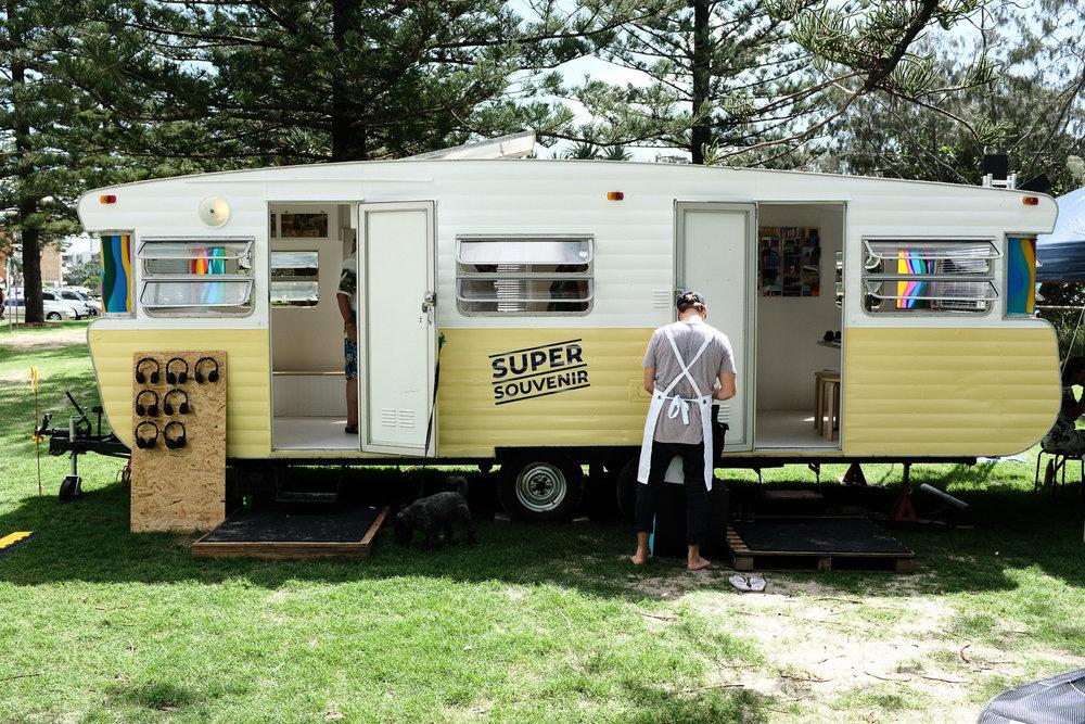 super-souvenir-byroncoathup-van