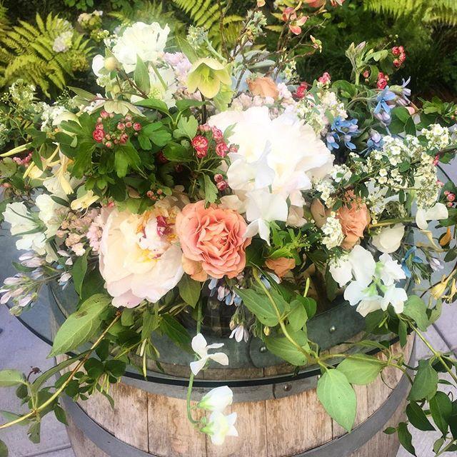 Wine & Spring Flowers #wine #drinkwine #drinklocal @jaxvineyards #jax #sfdrinks #sf #mysf #sanfrancisco #winetime #spring #flowers #bouquet