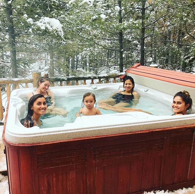 This trip to Wyoming with the girls was one of the best. From snowboarding to snowmobiling to road tripping and of course Chuck A Rama. Can't explain how much I miss them all. Oh and NOTHING beats a good ol jacuzzi convo😍