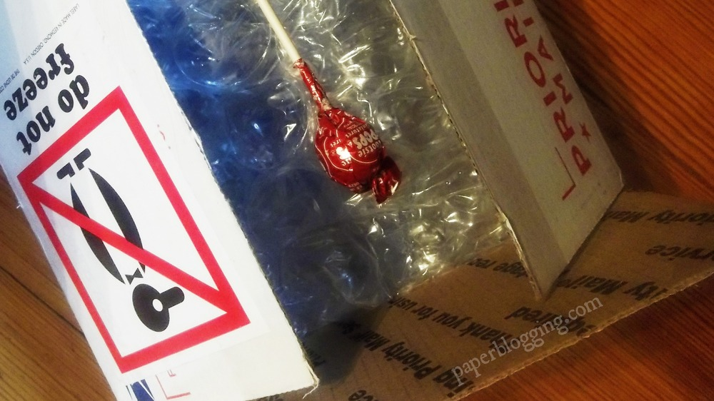 An exciting package from Goulet Pens. Of course the most important packing item: every box contains a lollipop!