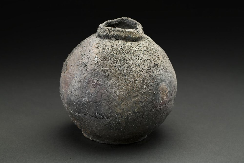 Mitch Iburg Ember Buried Urn, 2016 Handbuilt unprocessed California kaolin and fireclay, wood fired for 4 days 7 x 7 x 7 inches 17.8 x 17.8 x 17.8 cm Mib 14