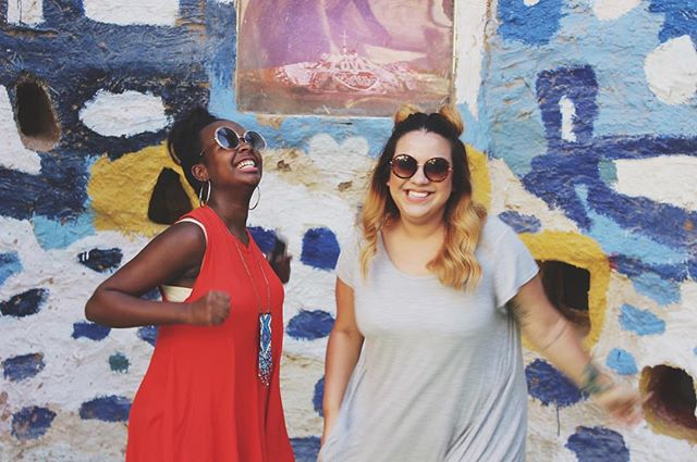 It's the freakin' weekend! 🙌🏾😝 Soak up some sun + have some fun alongside your best babes!☀️🌊🌴 • If ya haven't already, head to our blog to catch up on our #SquadGoals friendship series! Link in bio☝🏾