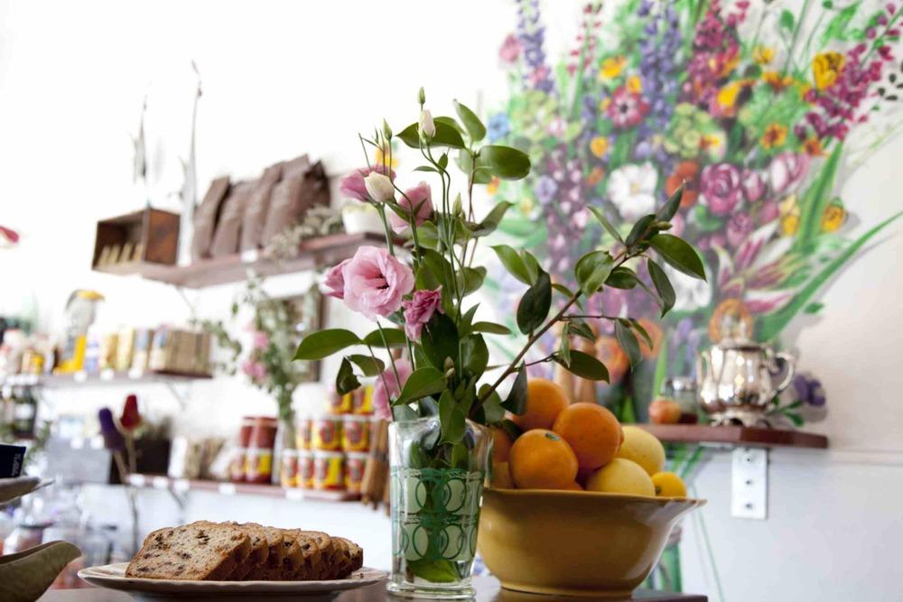 Piccolos Corner fruit & flowers