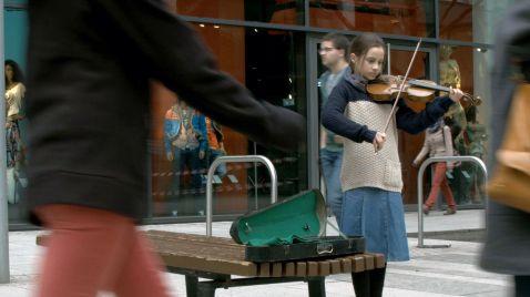 das mädchen mit der violine still.jpg