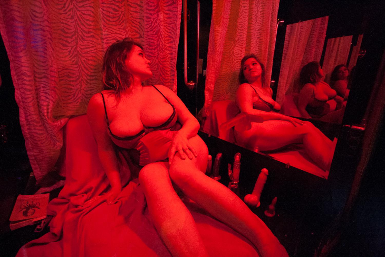 Peep show nude pics, page