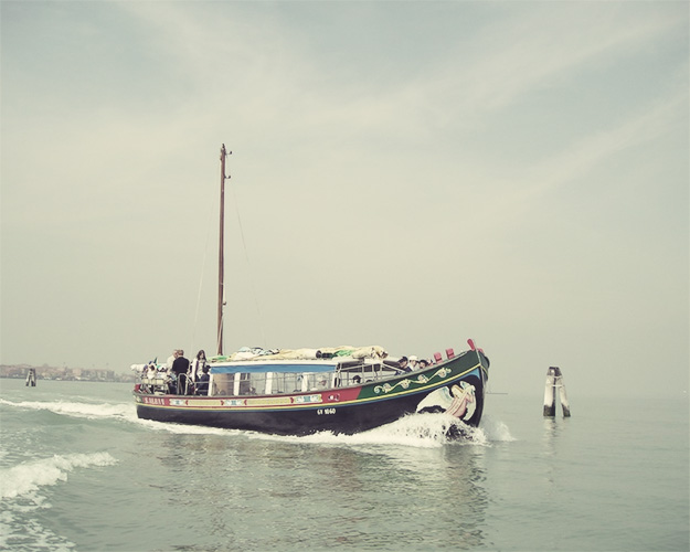 wedding tour on boat, venice wedding planner