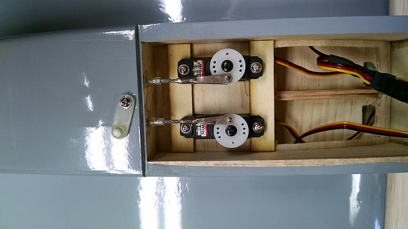 rudder elevator servo.jpg