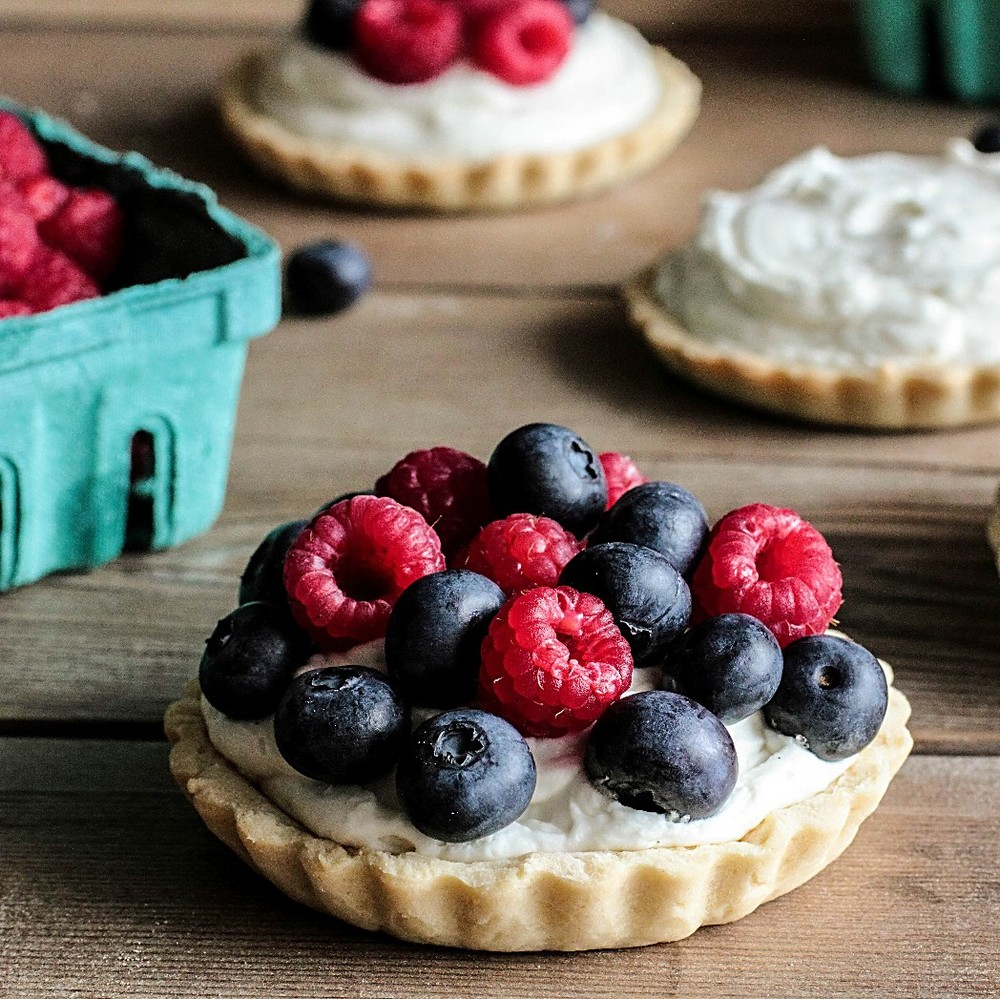 Berry No-Bake Cheesecake Tarts