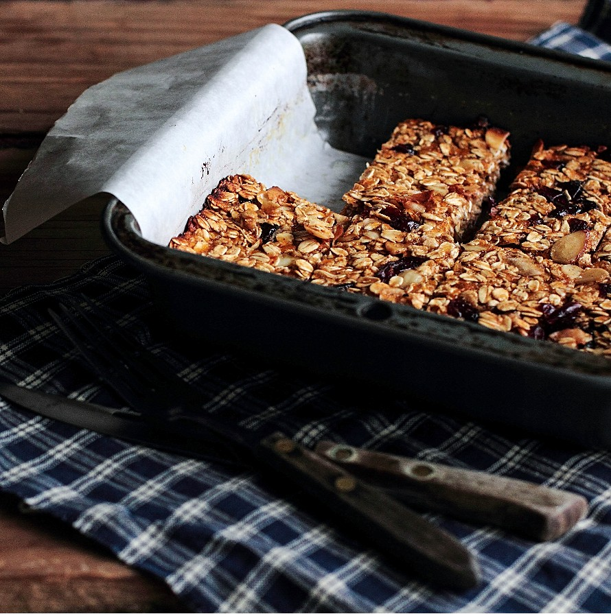 Honeyed Apricot Granola Bars