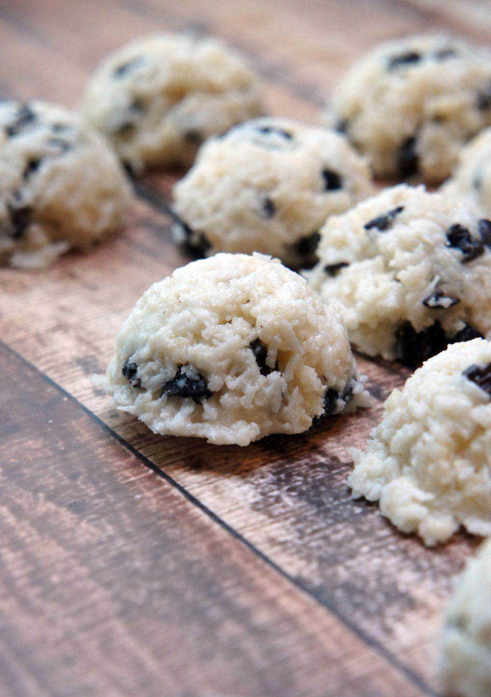 Coconut Snowball Cookies with Cacao Nibs (No-bake & Paleo)