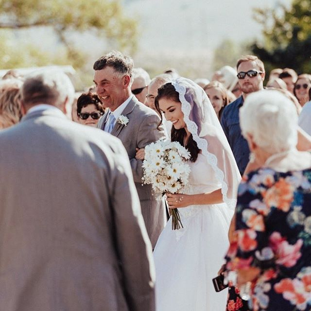 @juliaklindquist wore her Bespoke #katemiles Bridal Veil with the same wedding gown that her mom wore when she married Julia's dad in 1992 at the same age! How cool is that? Photo by @benhessphotography