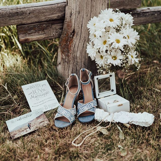 Something old (MOM'S DRESS), something new (#katemiles GARTER), something borrowed (GRANDMOTHER'S PEARLS), something blue (EMBROIDERED SHOES)! 🦋 More in Bio! Photography by @benhessphotography