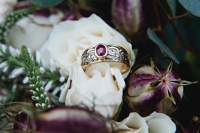 How magical is this vintage engagement ring? #details . . . Photo by @kelwardphotography  Flowers by @morning_glories_floral . TAGS: #weddingdetails #vintagewedding #autumnwedding #fallfashion #fallwedding #uniqueengagementring #oregonbride #ringinspiration #weddinginspiration #customweddingdressdesigner #vintageengagementring #vintagejewelry