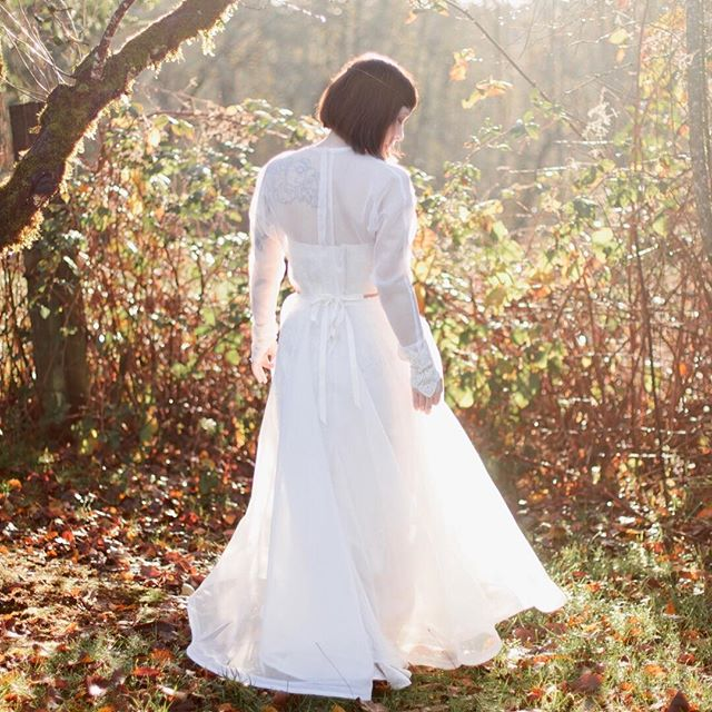 Simple. Elegant. 🍂🍃☀️ . Photo by @kelwardphotography Bride @rubiksanonymous