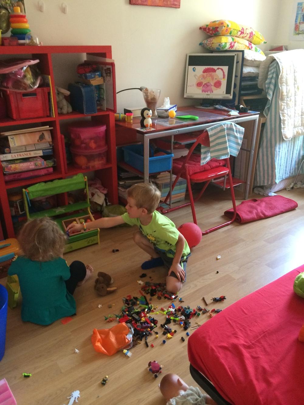 Kian and Hannah playing with legos