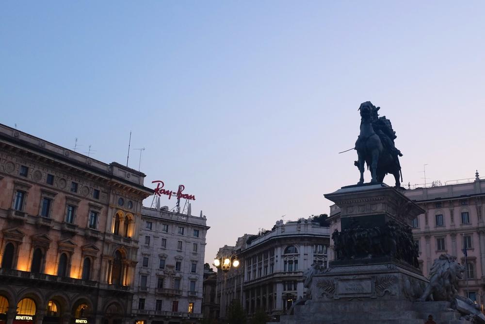 Piazza del Duomo statue