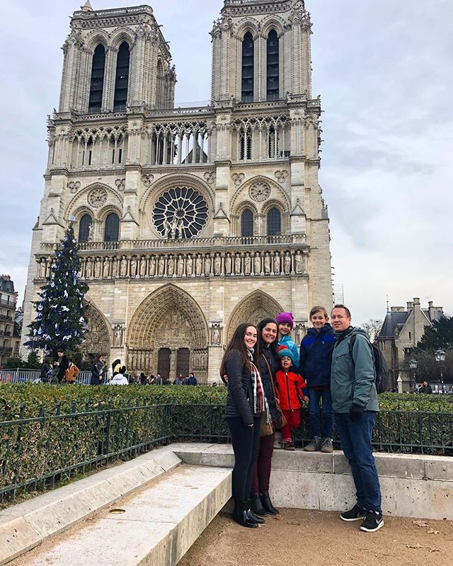 Yay Paris! ❤️🇫🇷 This picture almost didn't happen thanks to all pigeons the 2 year old HAD to chase 😂 @4_real_lillian @mortonimus