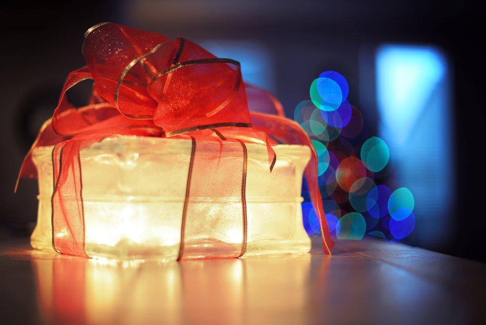 anniversary-birthday-blur-383604.jpg