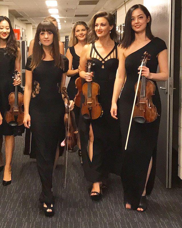 Just a casual stroll with our violins ☺️❤️ . . . . . . . #violin#violinist#gang#australia#australianurbanorchestra#backstage#sydney#orchestra#music#blackdress#hallwaystroll