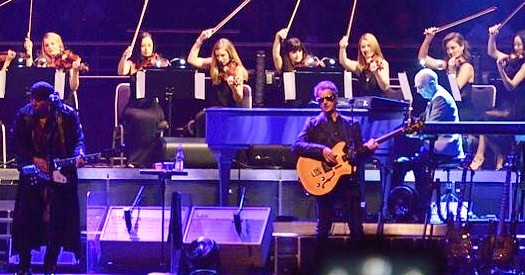 Flashing it back to when we joined Bruce Springsteen on stage 🙏🏻 #australianurbanorchestra . . . . . . #orchestra#sydney#music#australia#australianorchestra#conductor#violin#violinist#onstage#classical#oldmeetsnew#brucespringsteen