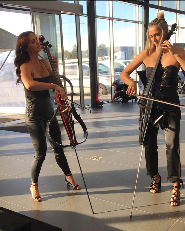 Soundcheck time!!! #australianurbanorchestra#2cellos . .. . . . .  #cello#cellist#soundcheck#melbourne#melbournevents#yamahaartists#yamaha#australia . . . .