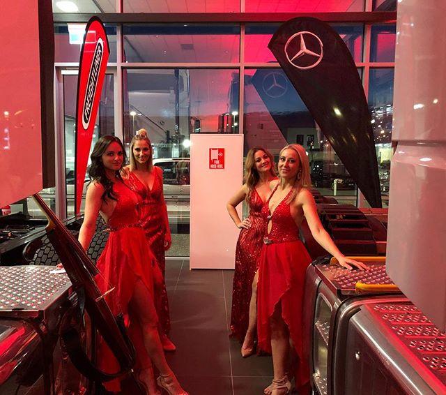 Ladies in R❤️E❤️D . . . . . . #violin#violinist#cello#cellist#australia #melbourne#sydney#orchestra#musician #music#instamusic#events#stringquartet#yamahaartists#musiclife#melbourneevents#sydneyevents#sherrihill#jovani#sparkledress
