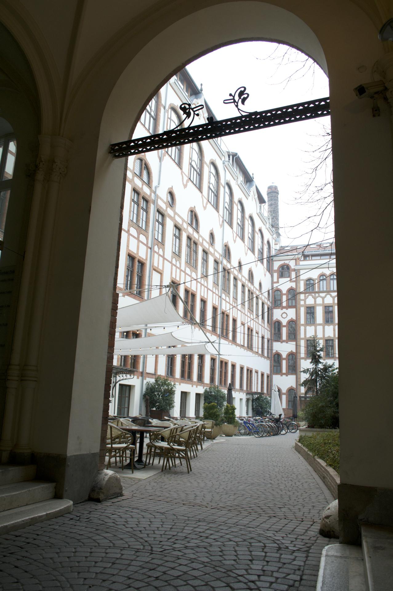 prezi_courtyard
