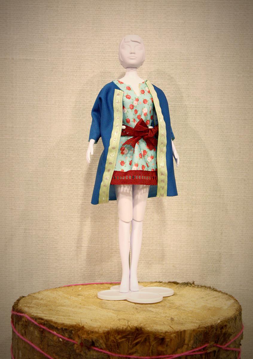 De outfit is heel fris en de kleuren combineren prachtig op elkaar!