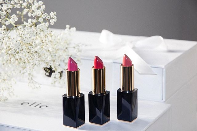 Pure Color Envy Sculpting Mattes from @esteelauder  now as a gift for our #lovelycustomers ✨  #eliejewelry #esteelauder #lipstick #flowers #weloveourcustomers #packaging #gift #presents #ad #jewelry