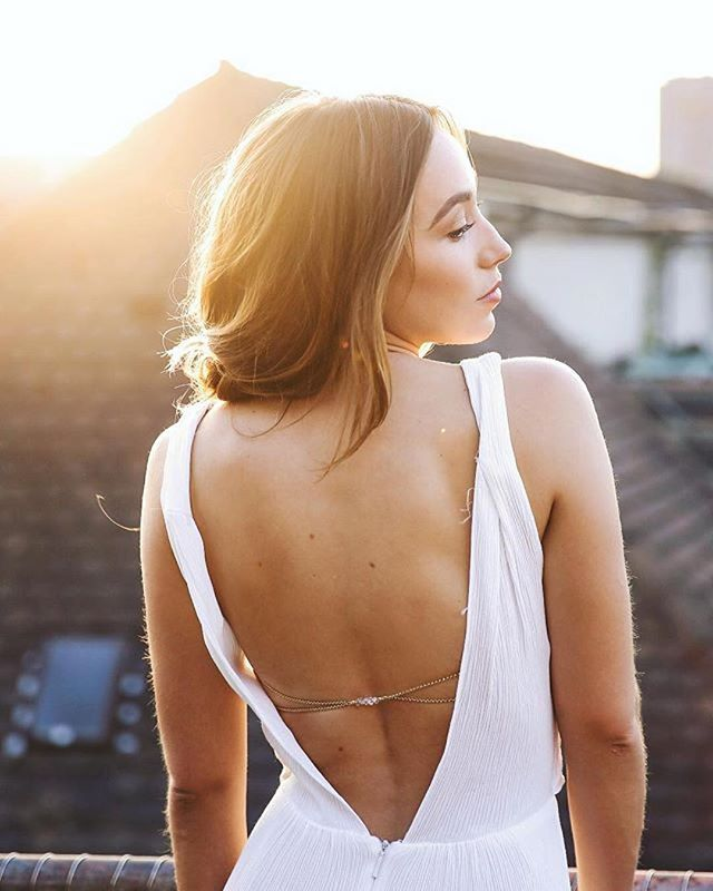 #Repost @_echopictures ・・・ @elena.carla x @eliejewelry x @esteelauderswitzerland x MAKEUP BY @didi_chatita #lipstick #esteelauder #eliejewelry #beauty #beautyphotography #fashion #fashionphotography #backless #sunrise #echopictures #photography #photographer #shooting #outdoor