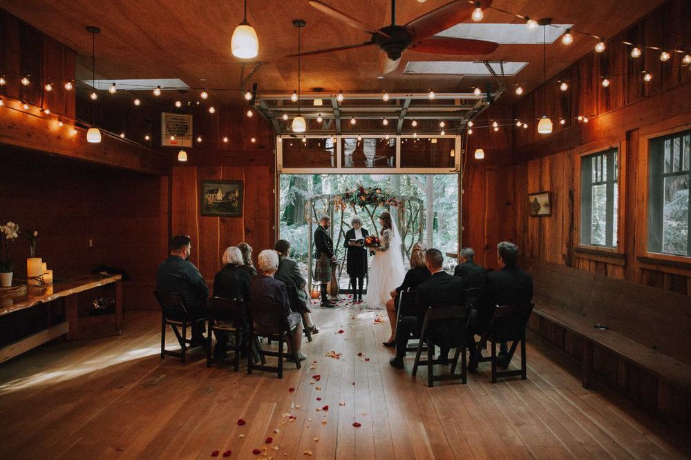 Samantha & Matthew Venue: Treehouse Point Photographer: Luma Weddings