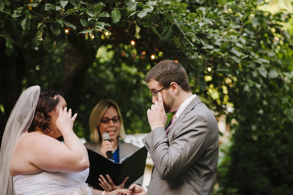 Couple: Shelley & Jason August 2018 Backyard Wedding in Bremerton.  Photographer:  Jen Lee Light