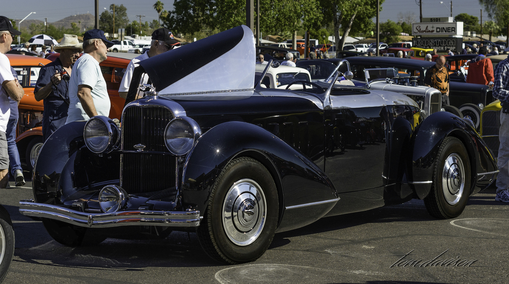 1932 Lincoln who was allowed to park with the Deuces!  Special car, one off body . . . j