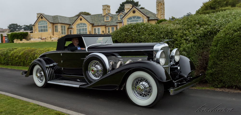 A Deusenberg Roadster.  Can't you just see Clark Gable driving this?