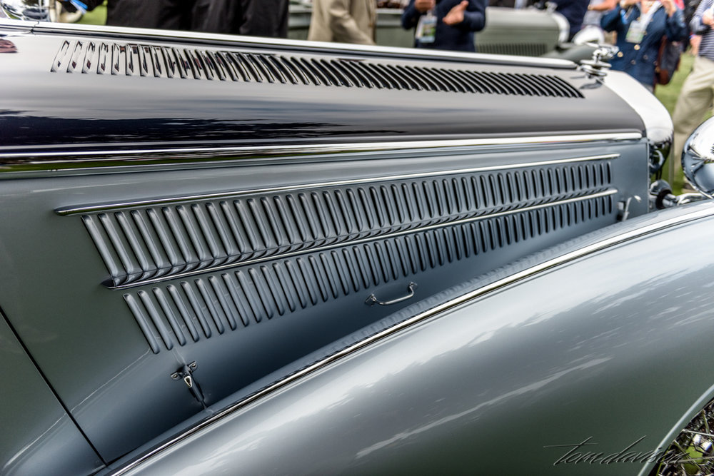 Detail showing how long a Horch hood really is.