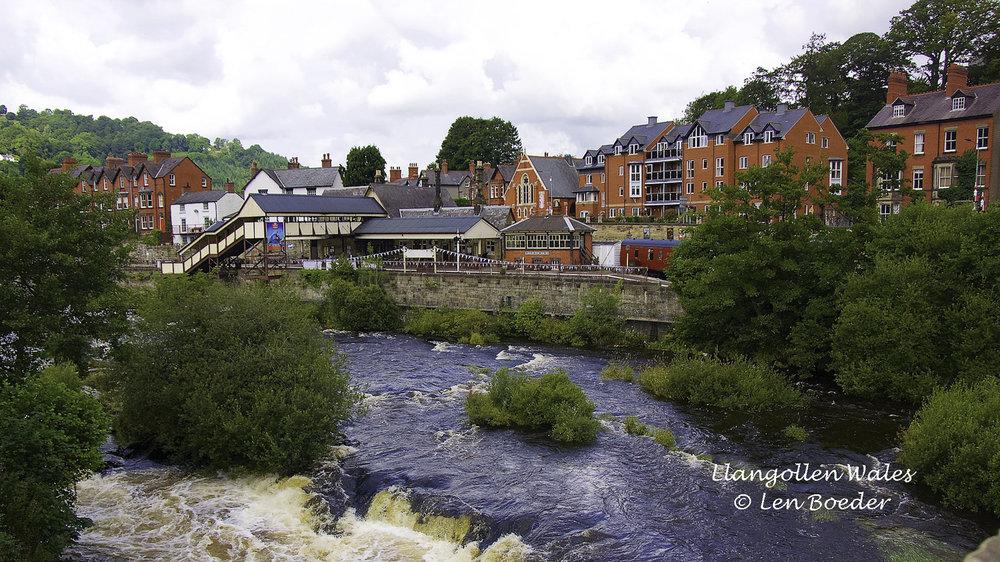 Llangollen Wales 1011.jpg