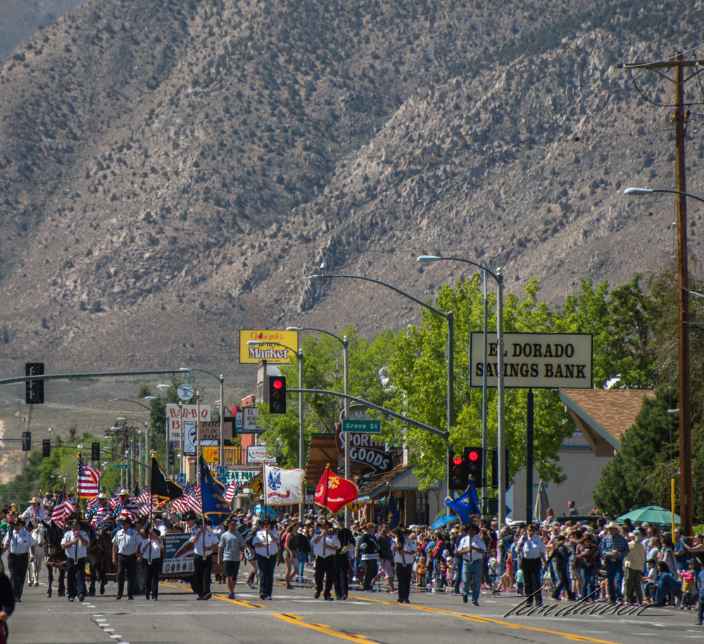 The parade takes place along a one mile stretch of Main Street.  This street is part of Highway 395, usually a busy thoroughfare for truckers and travelers.  Lots of warning signs are up early alerting that this part of the highway will be closed for about 3 hours.