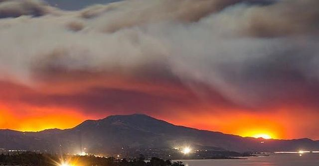 Sending our love and prayers for safety to our neighbors to the south in Ventura and the firefighters and first responders battling. #ventura #thomasfire 📷: @_jim_bob