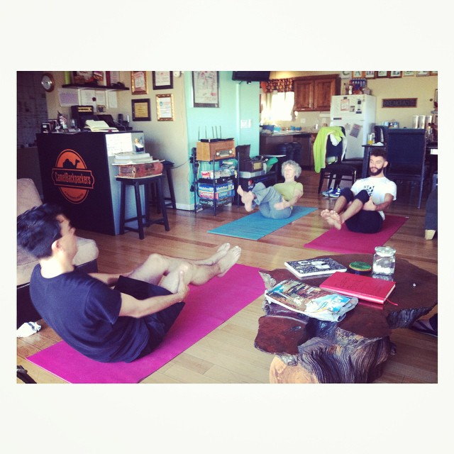Morning #yoga led by guest at #camelbackpackers #phoenix #hostel! Photo by @ally_thibault #stretch #travelhealthy #livehealthy